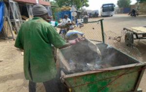 Association de precollecte en dépotage au centre de collecte des ordures